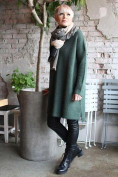 Høst + strikk = sant Deilig oversize genser og jakke fra Line of … Over 60 Fashion, Over 50 Womens Fashion, Fall Fashion Trends, Fashion Over 50, Autumn Fashion, Mode Outfits, Chic Outfits, Fashion Outfits, Boho Fashion