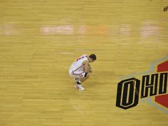 Aaron Craft Praying Before Every OHIO STATE UNIVERSITY Basketball Game...another thing that makes him my fav player!!