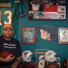 We really dig @therealmatthews #dst t-shirt and @miamidolphins fan wall. #mnf #nfl