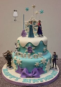 Frozen theme party, Frozen theme party images, Frozen party for girls, Ideas to decorate a Frozen party with balloons, simple decoration for a girl's Disney Frozen Cake, Frozen Theme Cake, Frozen Themed Birthday Party, 4th Birthday Cakes, Disney Frozen Birthday, Disney Cakes, Geek Birthday, Elsa Birthday, Turtle Birthday