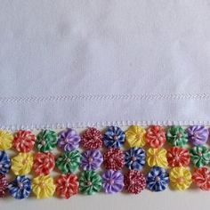 pano de prato com fuxico Quito, Crochet Granny, Patches, Blanket, Sewing, Diy, Crafts, Dish Towels, Cardboard Tube Crafts