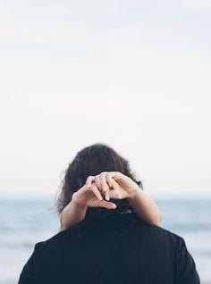 jonathancarrollstories: Los números de Kim Addonizio ¿Cuántas noches he permanecido aquí de esta manera, febril con planes, con temores, con la última frase que alguien hablaba, todavía tratando de terminar una conversación ya ha terminado? ¿Cuántas noches se desperdicia en no dormir, ¿cuántos en el sueño-No sé cómo tiene hambre hay, cuánto brillo o la sal, ¿cuántas veces el mundo se rompe, se desintegra en la nada y empieza de nuevo en el curso de una hora ordinaria. No sé cómo Dios puede…