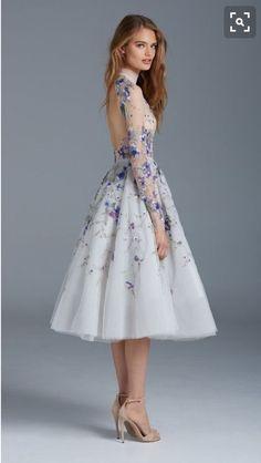 Самые красивые выпускные платья 2017 года на фото. Модные новинки выпускных платьев для 11 и 9 класса. Длинные выпускные платья 2017 фото новинки.
