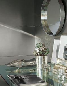 Inspired by the shimmer of runway fashions, Ralph Lauren Paint Metallic Specialty Finish gives any room a look of timeless luxury, in two simple coats.