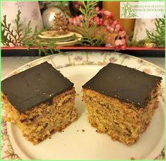 BAJNOKOK TIPPJE: az amatőr/professzionalista szemlélet a diétában is megmutatkozik. Nem elég ismerni az alapanyagokat, élettant, ismerni kell az étkezés pszichológiáját is.   És ehhez hozzátartozik, hogy karácsonykor karácsonyi ízeket együnk, persze bajnok verzióban-vess egy pillantást a zserbóra, nem isteni? Desserts, Food, Tailgate Desserts, Deserts, Essen, Postres, Meals, Dessert, Yemek