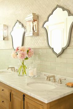 Bathroom tile design - like the look of the use of two different tiles behind the pretty, different shaped mirrors. Modern Small Bathrooms, Small Bathroom Tiles, Bathroom Tile Designs, Beautiful Bathrooms, Beautiful Mirrors, Bathroom Ideas, Wood Mirror, Bathroom Inspo, 2 Mirrors In Bathroom