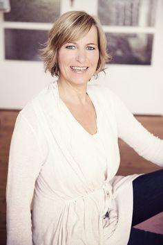 Mein Name ist Claudia Heipertz. Als Wahrnehmungsguide begleite ich sensible, empathische Menschen mit einem hohen Pflichtbewusstsein auf ihrem Weg zu einem stabileren Selbstwertgefühl, mehr Selbstliebe und Selbstbestimmung. In diesem Bereich biete ich Coachings, Seminare und Online-Kurse an. Ich arbeite achtsamkeits- und klientenorientiert. Mehr findest du hier: http://claudiaheipertz.de, http://innersenselounge.claudiaheipertz.de  #achtsamkeit #hochsensibel #empathie #selbstliebe #autonomie