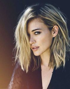 Side-Swept-Highlighted-Messy-Bob