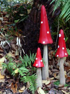 Garden Art Mushrooms Design Ideas For Summer - Amenagement Jardin Recup Yard Art Crafts, Concrete Crafts, Garden Crafts, Garden Projects, Garden Art, Garden Ideas, Forest Garden, Gnome Garden, Enchanted Forest Theme Party