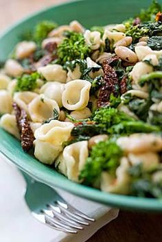 ORECCHIETTE WITH BROCCOLI RABE, SUN-DRIED TOMATOES AND WHITE BEANS