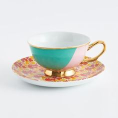 Sit down on your sunny patio and sip from this lovely tea cup for the ultimate spring experience.  The gold foil edge adds the perfect finishing touch to make this set a unique addition to your tea cu