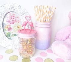 How gorgeous are these flamingoes? Beautiful gift! Flamingo desk accessories, rose gold flamingo gifts, Flamingo mason jar, flamingo party decor, flamingo lover gift, rose gold desk decor | #affiliate