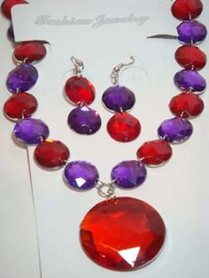 Red @ Purple Love this. Purple Red Color, Dusty Purple, Shades Of Purple, Red And Pink, Red And White, Red Hat Club, Red Hat Ladies, Red Hat Society, Terracotta Jewellery