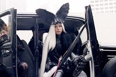 【動画】レディー・ガガ、最新MVでソマルタのスキンスーツを着用