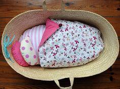 alcofa de bonecas | doll moses basket 47 by inês nogueira, via Flickr