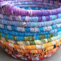 Leftovers Rainbow Basket by mamacateyes on Etsy Rope Basket, Basket Weaving, Craft Projects, Sewing Projects, Fabric Bowls, Arts And Crafts, Diy Crafts, Textiles, Fabric Scraps