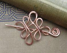 Petite boucle celtique traversé noeuds cuivre châle broche, foulard, pull broche - dentelle petit châle broche accessoire celtiques noeuds celtiques