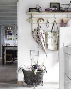 10 Fair Simple Ideas: Shabby Chic Wardrobe Shelves shabby chic home accessories.Shabby Chic Fabric To Get shabby chic nursery chandelier. Cottage Chic, Estilo Cottage, Cottage Living, Cottage Style, Country Living, Country Decor, White Cottage, Living Room, Casas Shabby Chic