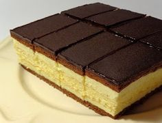 Chocolate and custard Hungarian Desserts, Hungarian Recipes, Layered Desserts, Fun Desserts, Sweets Recipes, Cookie Recipes, Romanian Food, Mini Cheesecakes, Dessert Bars