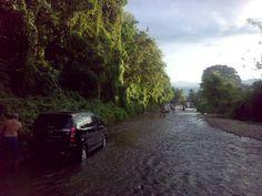 """""""Berkubang"""" sore2 di Sungai Simangambat, Mandailing Natal. Surga!  /via @NandaGoeltom"""