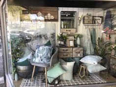 Window Display Design, Shop Window Displays, Store Displays, Retail Displays, Shop Interior Design, Store Design, Interior Simple, Display Homes, Country House Plans