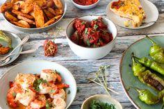 5x klassieke Spaanse tapas recepten - Chickslovefood Ibiza Party, Sandwiches, Xmas Dinner, Football Food, Dessert Recipes, Desserts, Potato Salad, Shrimp, Food And Drink