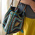 pas si rapide... - stipa et alpaga - super cute granny square bag. A lot of cute crocheted items on this blog.