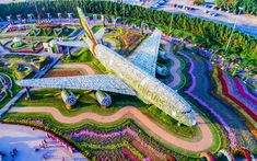 Dubai Miracle Garden is a flower garden located in Dubailand, Dubai. This garden was launched on Valentine's Day in Dubai Miracle Garden has received a Guinness World Records certificat… Beautiful Flowers Garden, Large Flowers, Amazing Flowers, Beautiful Gardens, White Flowers, Blooming Flowers, Amazing Gardens, Fresh Flowers, Hotel A Dubai