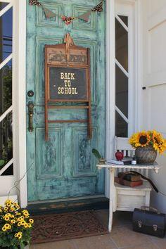 """primitiv zurück zu schuldekorationen Lily Tomlin als """"Edith Ann"""" Autumn Decorating, Porch Decorating, Fall Decor, Seasonal Decor, Decorating Ideas, Primitive Homes, Primitive Decor, Country Primitive, School Entrance"""