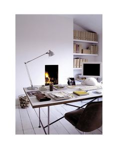 i love this work space - very sparse but still warm...plus i have that same apple computer and i love the design.