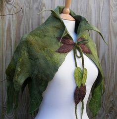 Elven Nuno Felted Green Leaf Cape by folkowl on Etsy Elf Cosplay, Cosplay Costumes, Halloween Costumes, Fairy Costumes, Costume Lutin, Wood Elf Costume, Hansel Y Gretel, Fairy Clothes, Elf Clothes