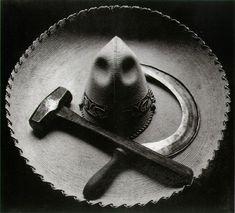 Tina Modotti. Modelo dos murais de Diego Rivera, companheira de Frida Kahlo e Pablo Neruda, Tina Modotti conseguiu transcender os limites da fotografia, dando a ela imensa sensibilidade e objetivando suas convicções de mundo, de relações humanas e de luta.