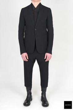 WL 09 BLACK Viscose New Wool Back lining jkt Viscose Cupro Sleeves lining and legs Cupro - Front lining jkt Cotton Buttons Corozo Rick Owens - Walrus - Made in Italy Model is wearing size He is chest Rick Owens, Men's Fashion, Alternative, Shapes, Suits, Formal, Model, Sleeves, How To Wear