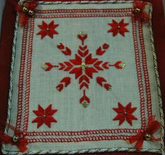 stella a punto antico Bargello, Needlework, Embroidery, Rugs, Stella, Christmas, Fabrics, Crochet, Straight Stitch