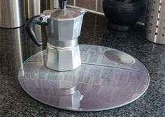 That's no moon. it's a Star Wars Death Star Worktop Saver! Crazy Kitchen, Tbbt, Star Wars Gifts, Death Star, Work Surface, Funny Mugs, Old Toys, Shower Heads, Kitchen Gadgets