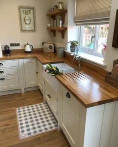 109 magnificient small kitchen design ideas on a budget page 33 Kitchen Redo, Home Decor Kitchen, Interior Design Kitchen, Country Kitchen, New Kitchen, Kitchen Remodel, Kitchen Cabinets, Kitchen Dining, Home Design