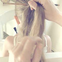 Slower version on my fb page  It's basically the birdcage braid, but with the help of a chopstick  Sweethearts Hair Design later  @peinadosvideos #birdcagebraid #hairtutorials #kidshair #kidsbraids #plaits #prettyhair #peinados #trenzas #braidsforlittlegirls #braidsforgirls #flowergirlhair #quickbraids #quickhairstyles #instahair #instabraid #frenchplaits #thegirlyguide