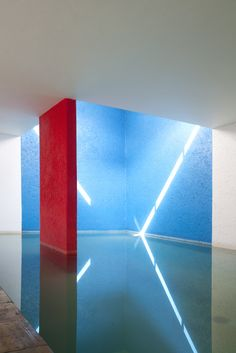 Indoor pool, The Gilardi House - Luis Barragan architecture Minimalist Architecture, Interior Architecture, Interior Design, Colour Architecture, Design Interiors, Architectural Elements, Light And Shadow, Color Inspiration, Modern Design