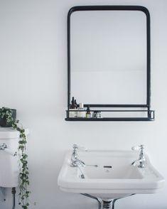 A minimal bathroom makeover - bathroom flooring Unique Bathroom Mirrors, Bathroom Mirror Makeover, Bathroom Mirror Design, Bathroom Mirror Lights, Bathroom Mirror Cabinet, Bathroom Red, Mirror Cabinets, Diy Mirror, Bathroom Styling