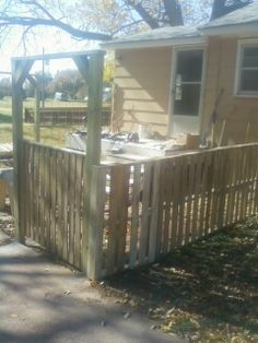 1108131200b Pallet Fence in pallet outdoor project  with Pallets Garden Fence