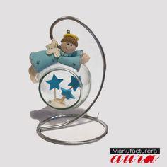 Angelito sobre esfera ideal para recuerditos ! ;)  No olvides visitar nuestra tienda en línea www.manufactureraaura.com