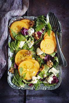 Persimon-juustosalaatti