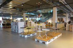 Le nouveau Batiplus Design Center, vous propose le meilleur du design sur plus de 3'500 M2. Le showroom est situé en Suisse, à la sortie d'autoroute Puidoux/Chexbres. Showroom, Basketball Court, Design, Contemporary Furniture, Switzerland, Exit Room, Fashion Showroom