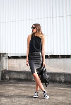 leather skirt, black converse, spring street style, all black outfit Looks Con Converse, Outfits With Converse, Casual Outfits, Casual Wear, Work Outfits, Dress Outfits, Street Style Outfits, Look Street Style, Street Styles