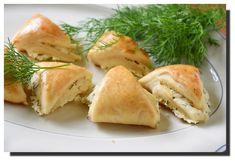 Plněné slané trojúhelníčky – PEKÁRNOMÁNIE Savoury Baking, Spanakopita, Bread, Chicken, Ethnic Recipes, Food, Recipes, Brot, Essen