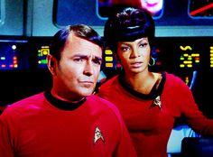 Scotty and Uhura Best Sci Fi Series, Star Trek Tv Series, Star Trek Original Series, Star Wars, Star Trek Tos, Hero Movie, Movie Tv, Start Trek, Nichelle Nichols