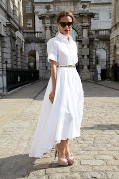 Gorgeous white sundress + nude pumps+ gold jewels and red lips. White n feminine White Fashion, Love Fashion, Womens Fashion, Frock And Frill, White Sundress, Short Dresses, Summer Dresses, White Outfits, Casual Chic