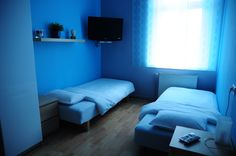 Pokój Niebieski to gustownie urządzony, słoneczny pokój średniej wielkości. Za oknami rozpościera się piękny widok na Wisłę i krakowskie Stare Miasto http://www.rainbowapartments.pl/pokoj-niebieski/