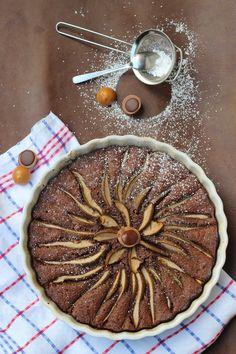 Glutenfreie Schoko-Birnen-Tarte mit Toffifee – super schokoladig, mega einfach und unfassbar lecker! / Gluten free Chocolate-Pear-Cake with Toffifee