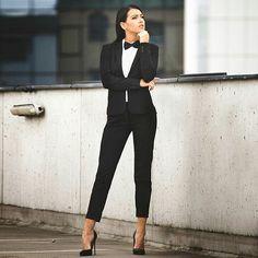 #womenstyle #womenfashion #pfw #ootd #ootd💗 #officewear #suitedwomen #corporatestyle #lawyerstyle #formalwear #workwear #what2wear2work2day #what2wear2work #what2wearblog #dailyfashion #zara #fashionblogger #fashionlovers #classic #modernoutfit#womenempowerment